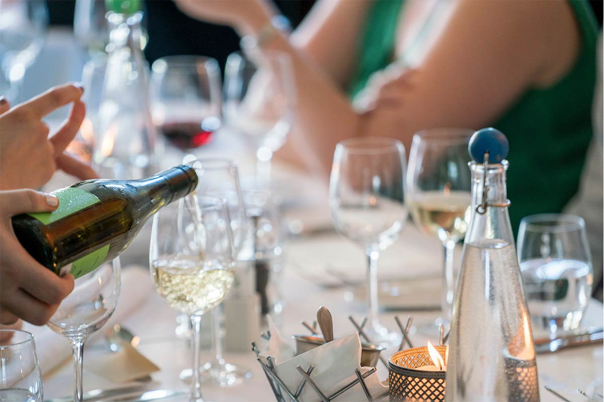 Planning the wedding alcohol for your wedding